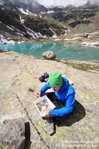 Andreu durante un monitoraggio del macrobentos al lago Ciamosseretto - Canon 500D, tamron 10-24 (f/7.1, 1/160, 100iso)